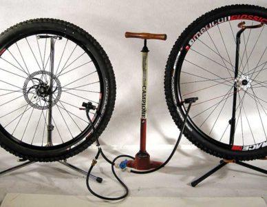 как накачать велосипедные шины