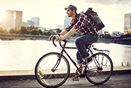 на велосипеде по шоссе