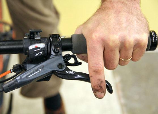 Как правильно тормозить на велосипеде