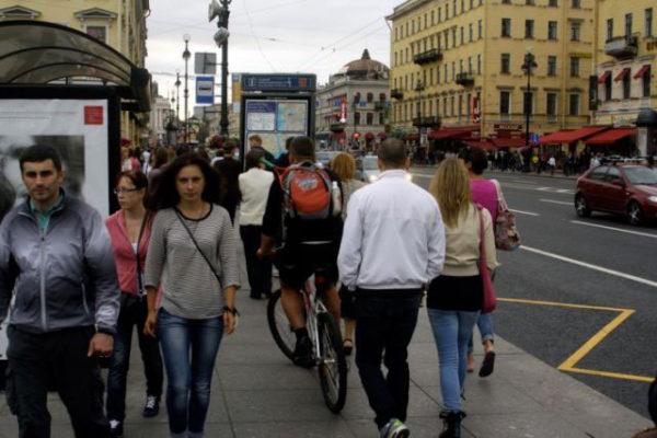 Велосипедист на пешеходном переходе
