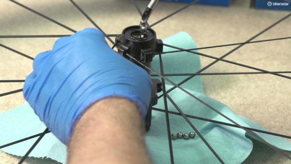 Обслуживание велосипедной втулки