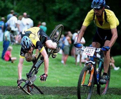 Как правильно падать с велосипеда
