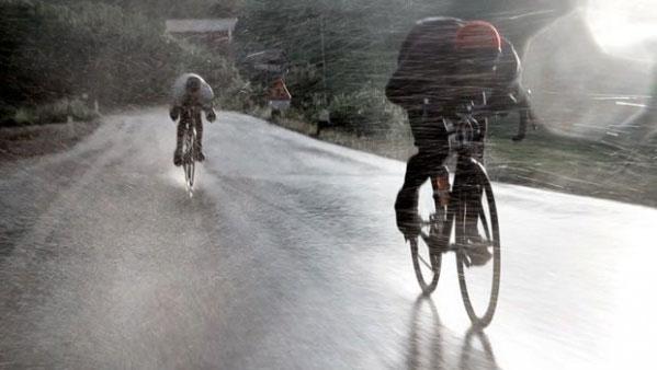 на велосипеде против ветра