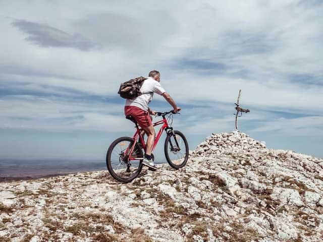 Велосипедист на вершине